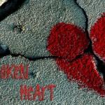 Знаците на зодиака, които се влюбват твърде силно и остават с разбито сърце са Близнаци, Рак...