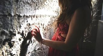 """Жените зад """"Стената на Самотата"""": Знаете ли защо сте невидими за мъжете?"""