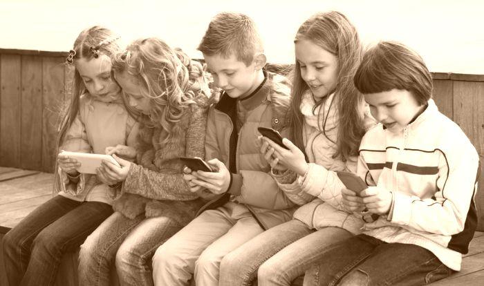 criancas-com-smartphones-05150849203153