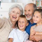 Изследване: Бабите, които се грижат за внуците си, живеят поне 10 години по-дълго!