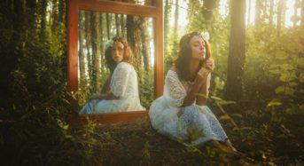 Светът почти винаги е ваше отражение в този момент